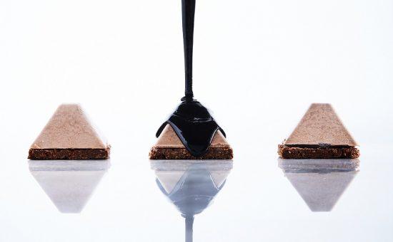 כרמית חולקת מתכון מוס אגו על עוגיה צילום אמיר מנחם