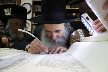 צפו: ספר התורה נכתב בישראל – עבור בלגיה