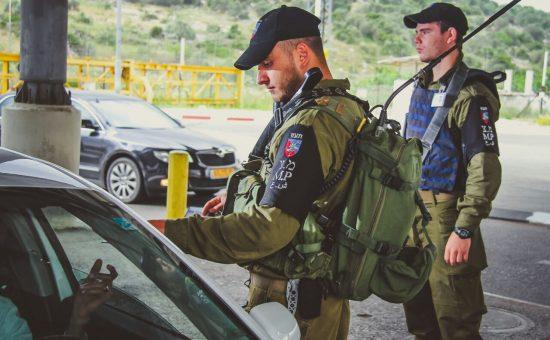 חיילים במחסום (אילוסטרציה)  צילום: חטיבת דובר המשטרה