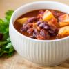 הכנה מהירה: מרק שעועית אדומה ותפוחי אדמה