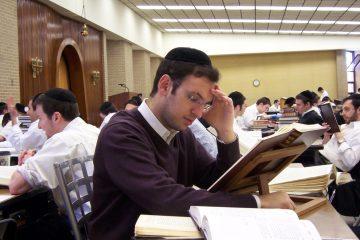 """חה""""כ יעקב אשר פתח את שנת הלימודים בישיבת 'אוצר התורה'"""