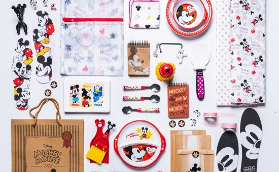 מגוון פריטים מעוצבים עם מיקי מאוס ברשת דייסו יפן | צילום: DeTails