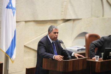 """מיקי לוי זועם: הוועדה דחתה את """"חוק הצוללות"""""""