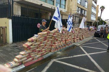 """הישראלים הפגינו: """"ארדואן, אותנו לא תקבור"""""""