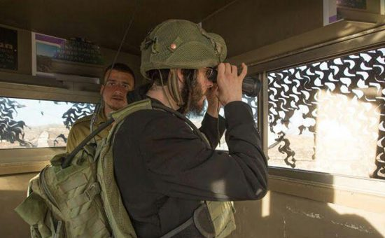 מנדל ראטה עם החיילים החרדים בגבעתי (2)