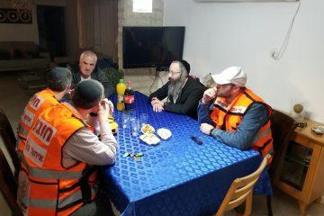מרגש: הניצול נפגש עם המתנדבים