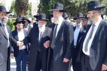 גלריה: חכם שלום עלה לקבר רעייתו