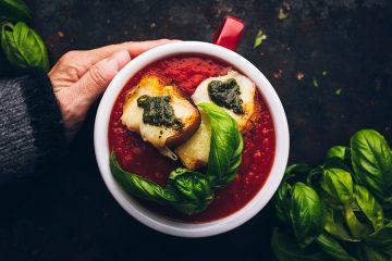 מרק פו וייטנאמי ומרק עגבניות עם פסטו