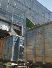 רמות: משאית נתקעה בגשר הקניון