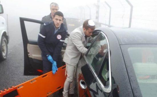 מתנדב מדא מרדכי עבוט טיפל בתאונת דרכים בדרכו לחתונות בראש פינה - צילום אורי ימיני דוברות מדא 19.1.2020 (1)