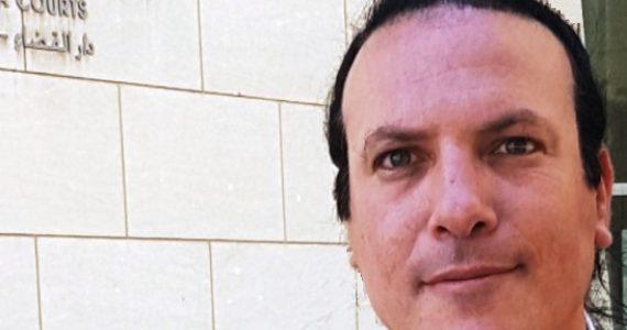 """עו""""ד נועם קוריס –  על פשיטת משטרה, וואלה וכמו כולם"""