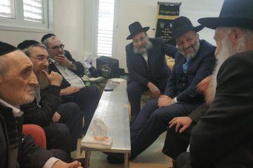 גלריה: רבנים ופוליטיקאים מנחמים את חבר הכנסת יעקב אשר
