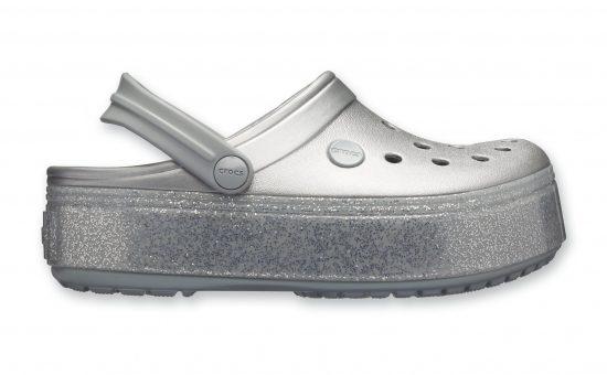 נעלי קרוקס ברשת וישוז | צילום: עמירם בן ישי