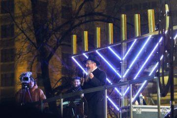 נר החנוכה בכיכר האדומה במרכז מוסקבה