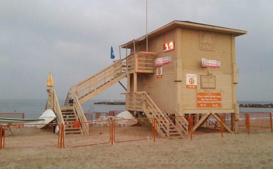 סוכת המציל חוף שרתון. צילום: כל הזמן