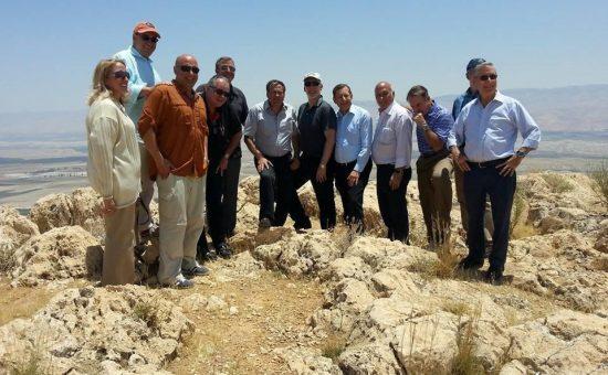 עוזי דיין בסיור בבקעת הירדן עם חברי הלובי היהודי הרפובליקני בוושינגטון