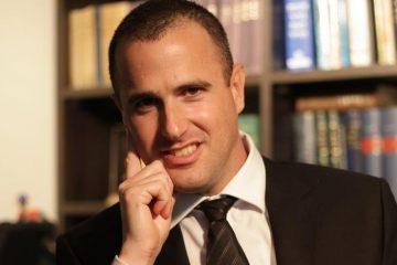 משפטנים:  לא ראוי להדיח 'שופטת המסרונים'