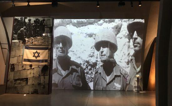 עולים לדגל המוזיאון בגבעה צילום יחצ גבעת התחמושת