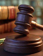 השופט 'נקם' בתובעת שביקרה את בית המשפט