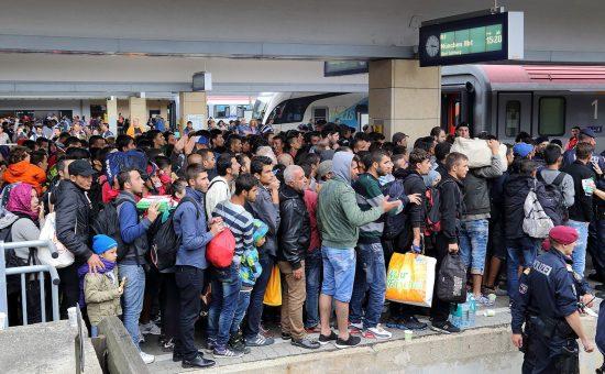 פליטים בתחנת הרכבת בוינה (קרדיט: Bwag/cc-by-sa-4.0)