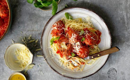 פסטה בולונז עם טחון צמחוני SENSATIONAL MINCE ברוטב עגבניות עשיר | צילום: טבעול