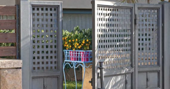 לכבוד הקיץ: מחדשים ומשמרים את רהיטי הגן והמעקה