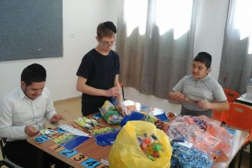 ילדי 'צהר הלב' בביתר, תורמים לקהילה
