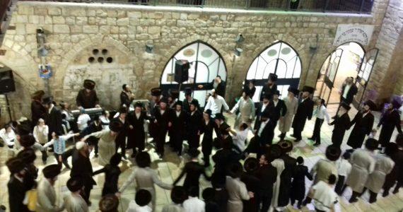 מאות שהו בשבת ובחג בציון הרשבי במירון