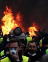 צרפת בוערת, הנשיא כופף את ראשו