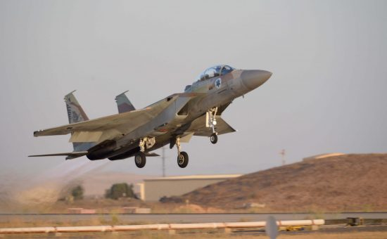"F-15 plane, ""Eagle""מטוס מסוג F16 ובכינויו, ""עיט""."