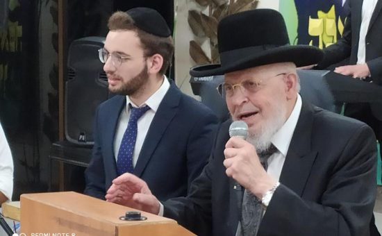 ראש ישיבת מיר הגאון רבי יצחק אזרחי נושא דברים