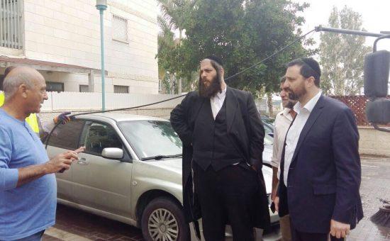 ראש עיריית אלעד ישראל פרוש בהכנות לפסח (1)