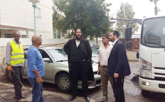 ראש עיריית אלעד ישראל פרוש בהכנות לפסח (2)