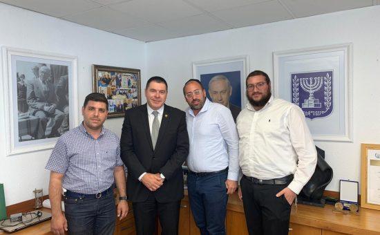 ראש עיריית צפת שוקי אוחנה עם ראשי ארגון ידידים