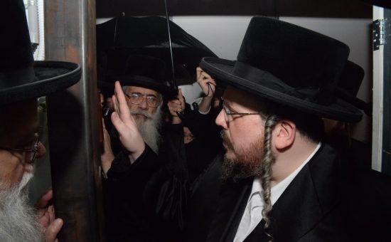 רבי אהרון מרדכי רוקח בבעלזא שיכון ה, צילום בעריש פילמר (2)