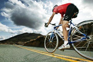רוכב אופניים שדד תיק מרכב נוסע