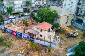 רחובות: המבנים נהרסו לטובת מגדל דירות