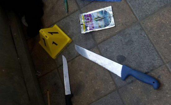 סכינים לצד טרופית. תכולת תיק המחבלות שביצעו את פיגוע הדקירה ברמלה