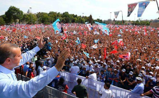 נשיא טורקיה ארדואן עם תומכיו הנלהבים