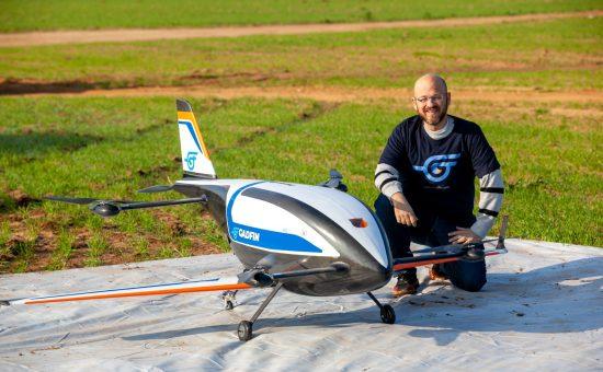 רן קליינר וכלי הטיס של Gadfin | צילום: גידי אבינרי