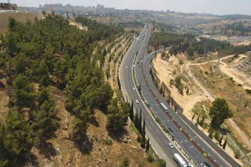 בשולי הכביש: נתיב תחבורה ציבורית
