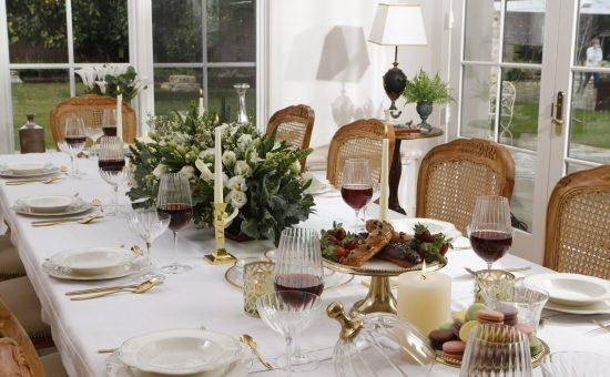שולחן חג במשביר לצרכן