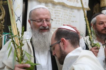 מאות בתפילה עם הרב שמואל אליהו בצפת