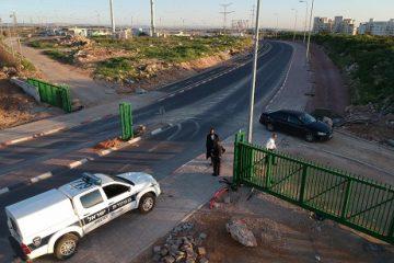 הרבנים הורו: שער חשמלי בכניסה לעיר