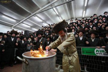 תושבי אלעד שבתו עם רבי אלימלך בידרמן במירון