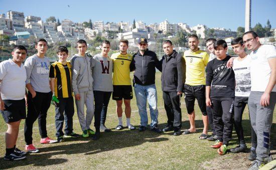 תלמידי הישיבה עם הספורטאים