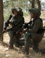 """הפלסטינים מציגים: חיילי צה""""ל נמלטים"""
