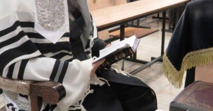 בְּקָרְאִי מִן הַמֵּצַר • צפו במעמד הסליחות בחצר הקודש דינוב