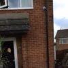 צפו בוידאו: השוטרים פורצים לבית, הגנב בורח מהחלון