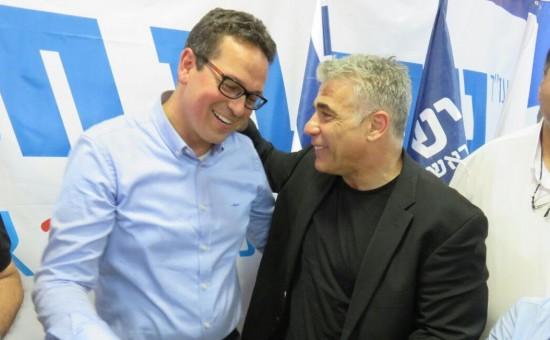 """לפיד עם ראש העיר החדש בערד, עו""""ד ניסן בן חמו"""
